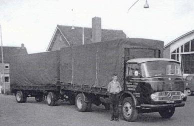 1960--Bert-Ooms-met-de-Mercedes-