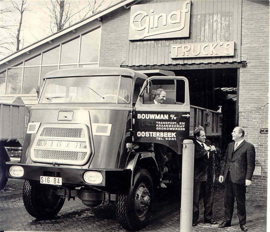 1971-Aflevering-van-de-1000ste-Ginaf-truck-voor-de-firma-Bouwman-CV-te-Oosterbeek-door-de-firma-van-Ginkel-in-Ederveen