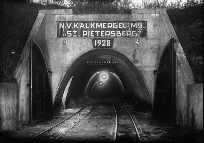 1930--Recollectenweg--Toegangspoort-tot-de-van-Schaiktunnel