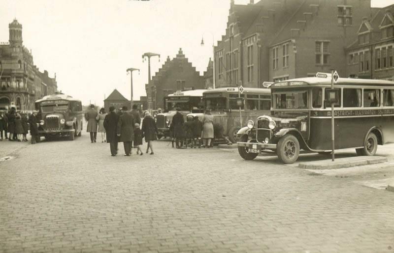 1935--eerste-bus-is-van-Gelissen-Busstation-Stationsplein