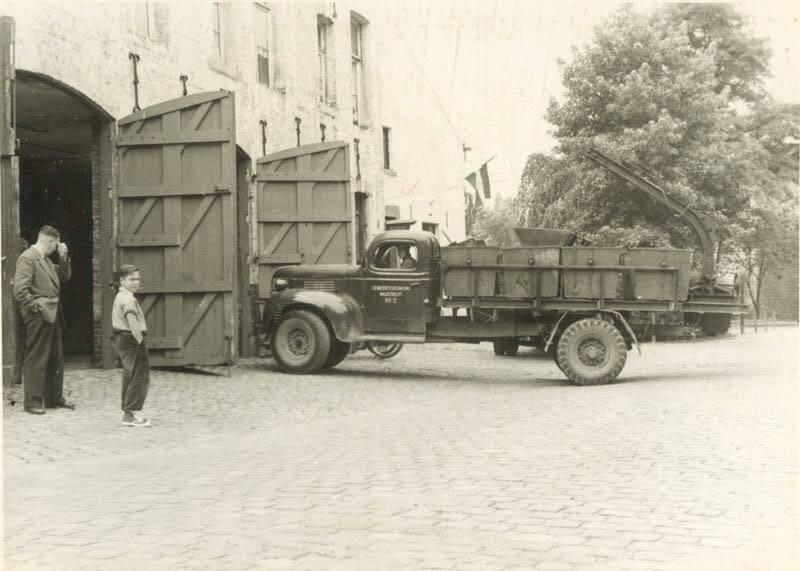 1950-vijfkoppen-1--garage-van-de-reinigingsdienst-
