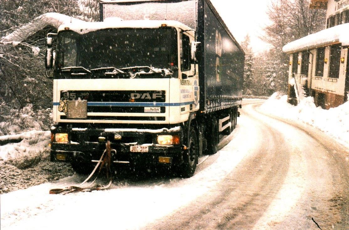 Wilde-even-binnenweg-nemen-in-St-Gervais--het-begon-te-sneeuwen-en-sneeuwkettingen-niet-bij-natuurlijk