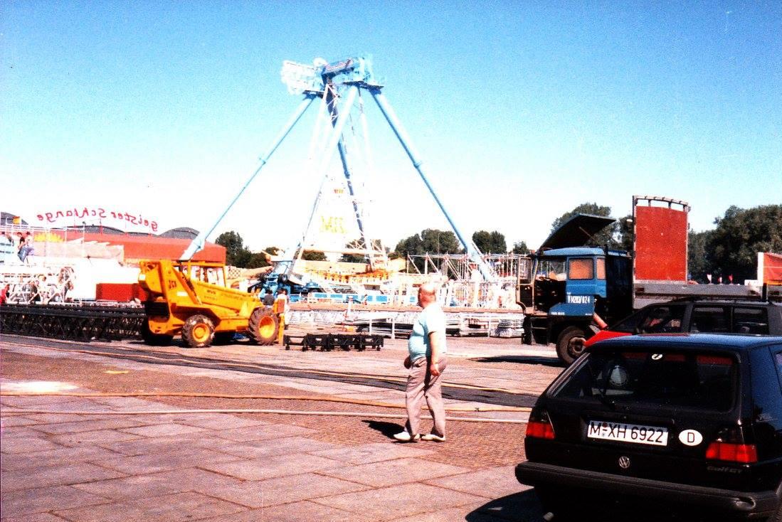 daf---2800-in-Berlijn-om-podiummeke-te-bouwen