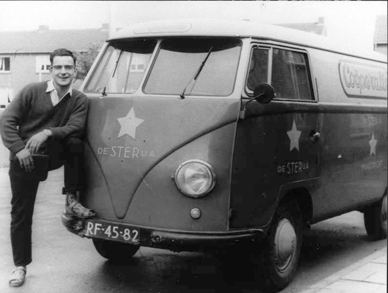 1960--Het-is-de-heer-Wigny--broodbezorger-bij-cooperatie--de-Ster-