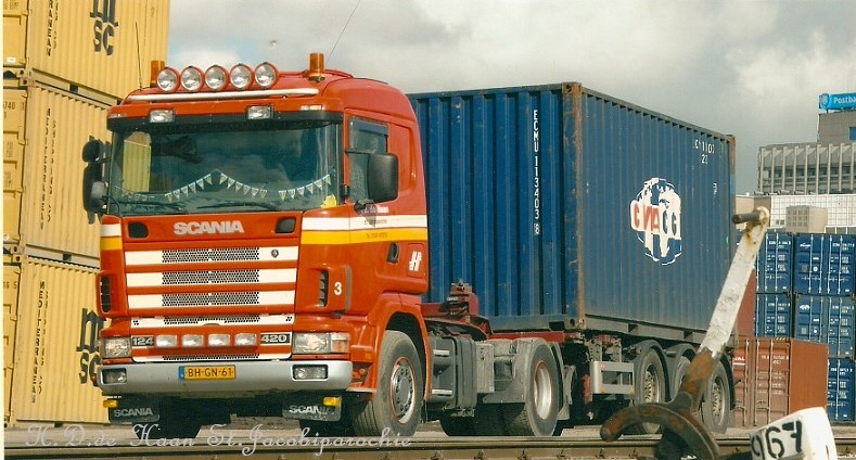 nr-3-op-de-containerterminal-in-Leeuwarden-voor-de-KLMV--maart-2007-2