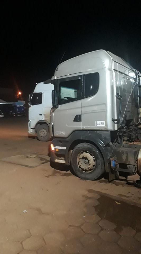 Scania-samen-met-de-Volvo-onderweg-1