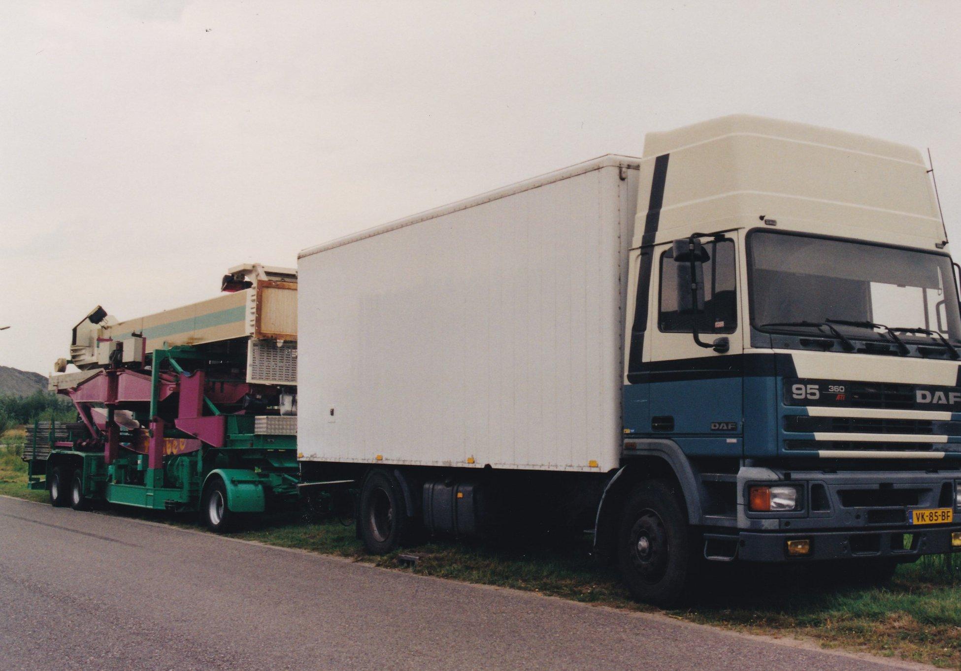 daf-95-topsleeper-vk-85-bf-ex-elgersma-harderwijk-in-zijn-2e-leven-bij-de-kermis