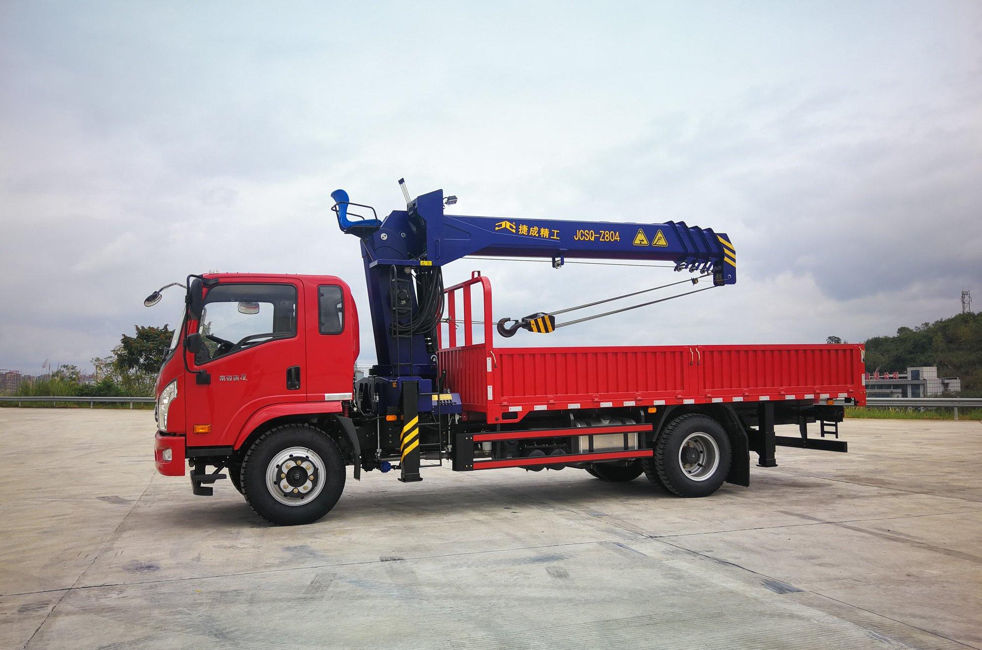 CNJ-met-kraan-4-tot-8-ton--2