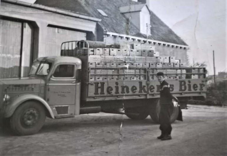Bult-Bakhuizen-chauffeur-Jaap-schaper--Rond-de-jaren-1960-2