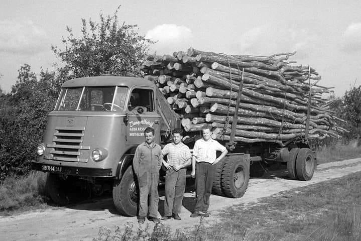 Daf-A414-SB-71-14-Gebr-Kessels-Blerick-chauffeur-Louis-van-Telgen--