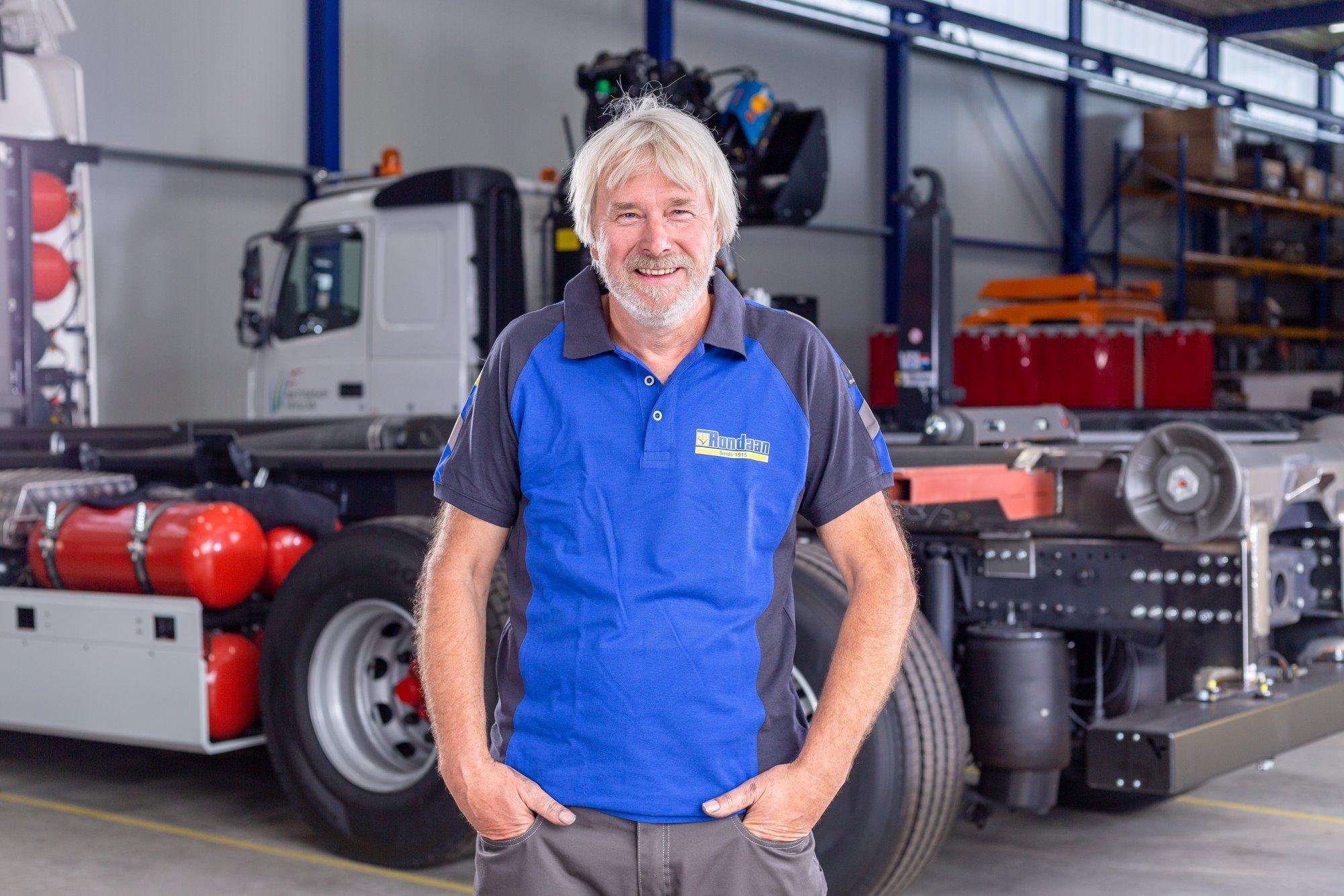 Een-jubileum-bij-Rondaan-Onze-collega-Gerrit-Beuckens-is-deze-maand-40-jaar-bij-de-zaak--een-prachtig-mijlpaal.-Hij-is-eerste-constructeur-en-specialist-in-de-chassisbouw-bij-Rondaan.