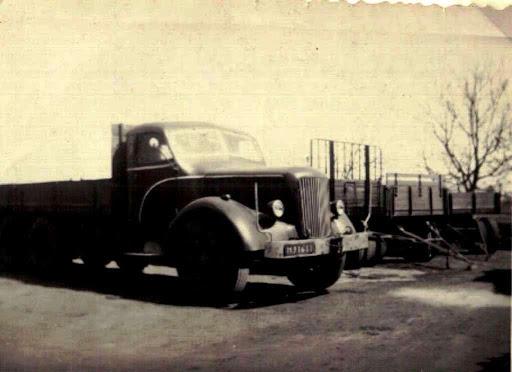 NR-12-Mack-met-Paul-en-van-Weelde-cabine