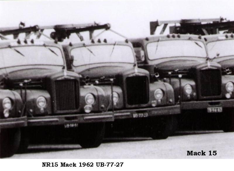 NR-15--Mack-op-rij