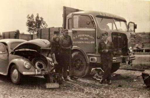 NR-4-Krupp-Theo-Hegeman-Sjouke-Zwanziger-Ben-Peters-langs-de-autoweg-in-Stutgard-koppen-aan-het-vervangen