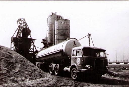 NR-7-Krupp-6X4-bij-verkeersplein-Deil