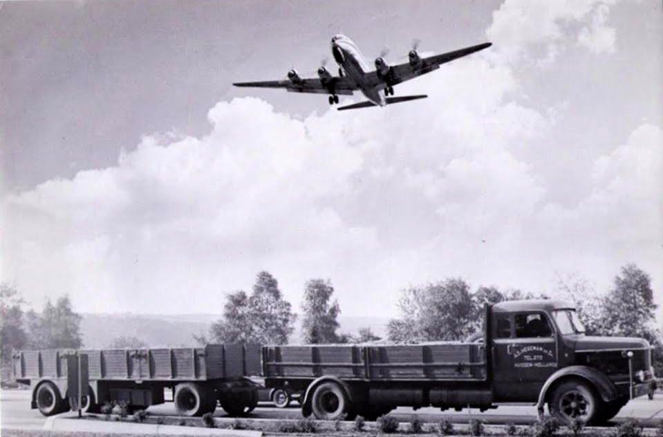 NR-7-Krupp-met-natuurlijk-het-vliegtuig-erboven-in-de-brussel
