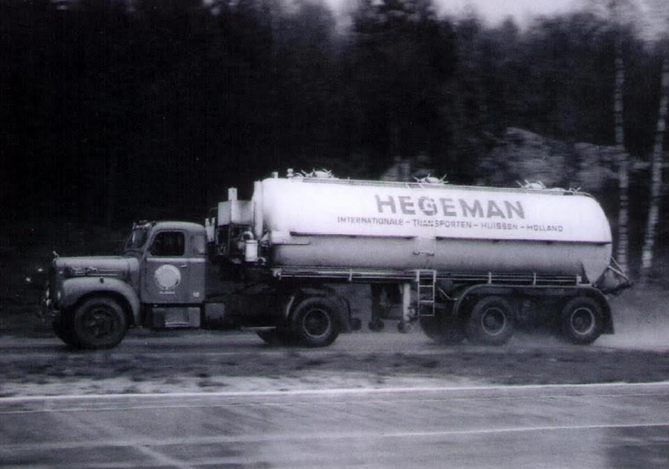 NR-58-Mack-met-een-tank-opl