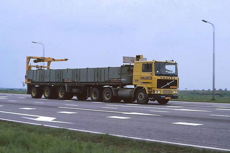 Volvo-220-