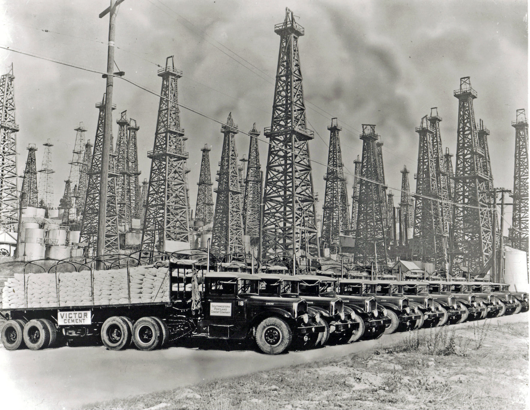 Sterling-FC-1935-models-working-for-Victor-Portland-Cement-in-California-3