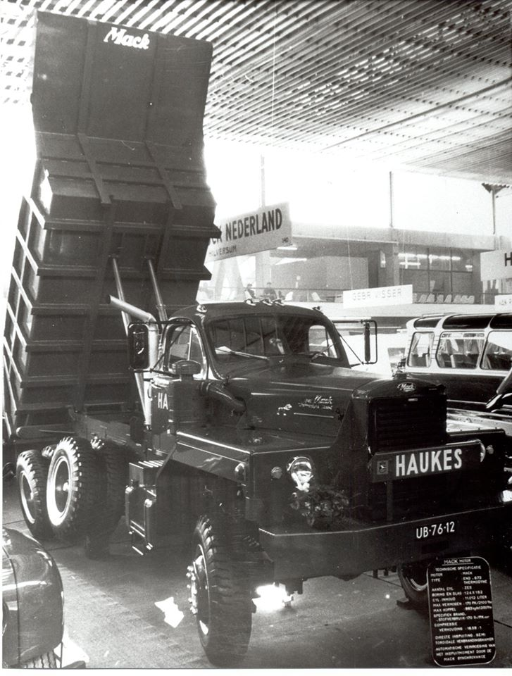 Mack-B81-36X-nr-70-nieuw-op-de-bedrijfswagen-Rai-Februari-1962-Deze-wagen-was-toen-de-duurste-tentoongestelde-auto-op-de-Rai-prijs-108-615--gulden