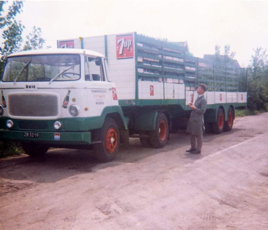 Unic--1965--Nijwa-Wierden-reed-voor-de-Seven-Up-