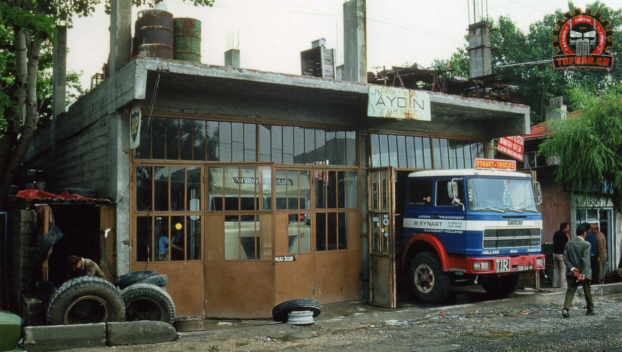 een-mooie-foto-uit-een-van-onze-fiat-truck--In-ongeveer-1970-in-een-kleine-garage-in-Oost-Turkije--op-weg-naar-Iran