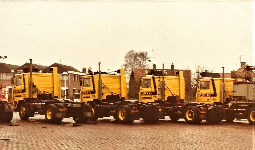 Volvo-F10-met-het-platte-dak-en-de-staande-uitlaat-Haukes-made-222--226-231-en-235