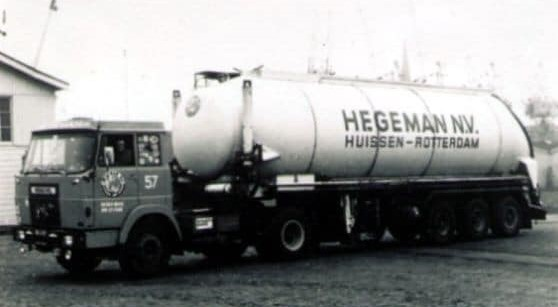 NR-57-Henschel-in-Rotterdam-binnenhaven-2