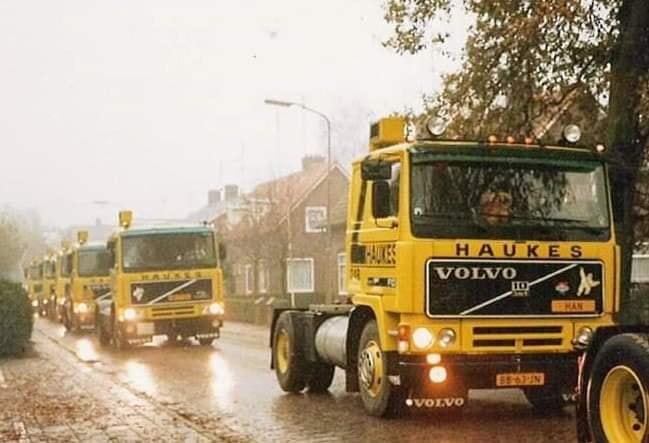 1988-Convoy-op-regenachtige-dag-in-de-Weverstraat-in-Kekerdom