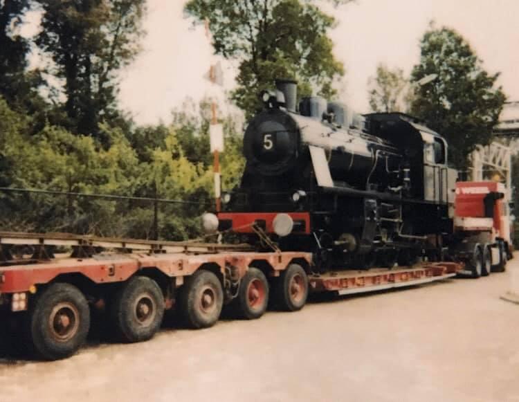 Dennis-Cordes---Locomotief-laden-bij-AKZO-Hengelo-voor-spoorweg-museum-Utrecht-2
