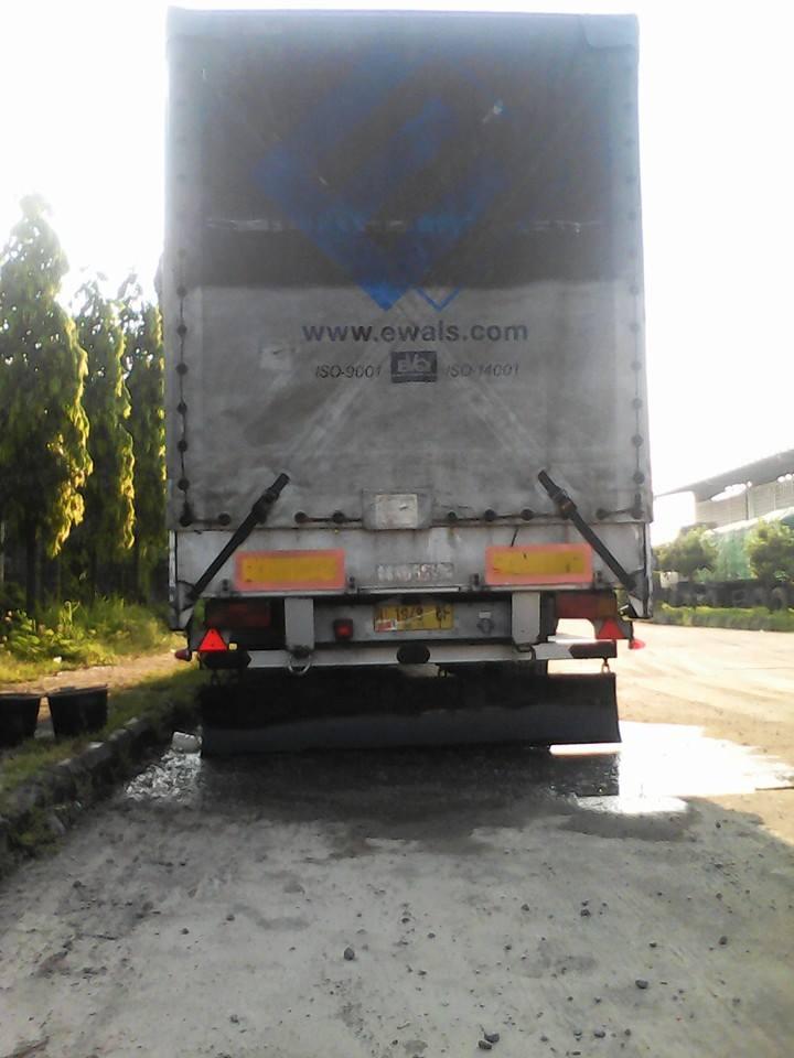 Tweede-leven-ver-van-huis-Garasi-Siba-Surya-Transport-Semarang-Midden-Java--