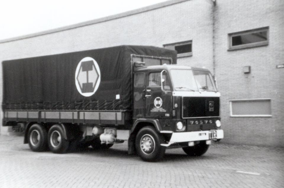 Wil-Goeijenbier-zijn-Volvo-bij-het-bedrijf-1