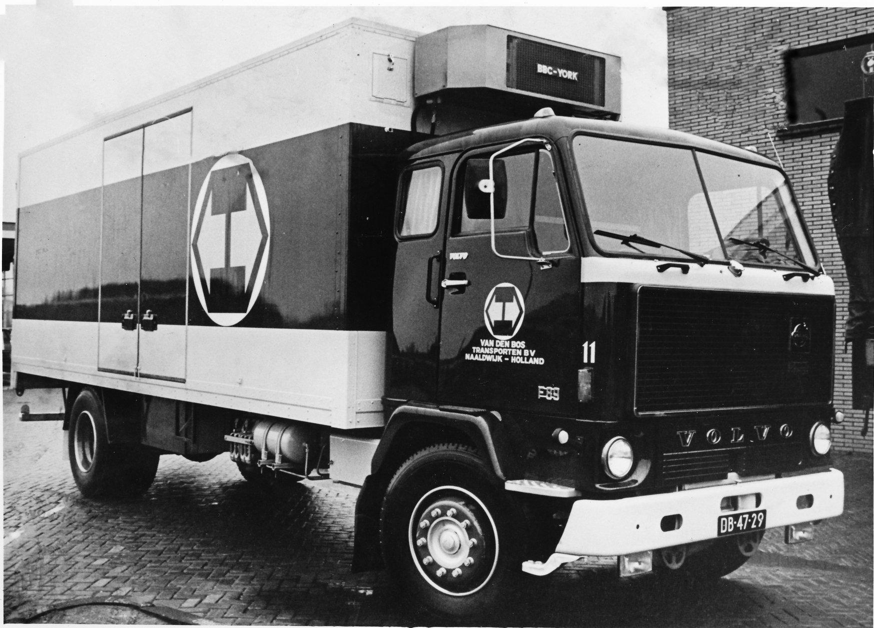 Wil-Goeijenbier-zijn-Volvo-bij-het-bedrijf-4