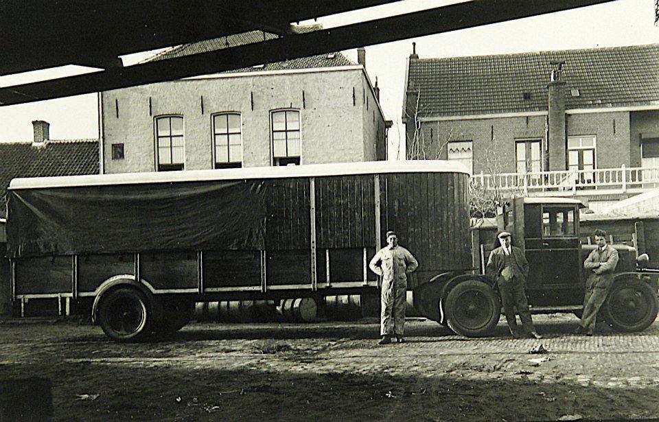0-Sjaak-van-Rosmalen-jo-rosmalen-op-het-spatbord-later-werd-het-mr-jo-en-Meneer-Karel