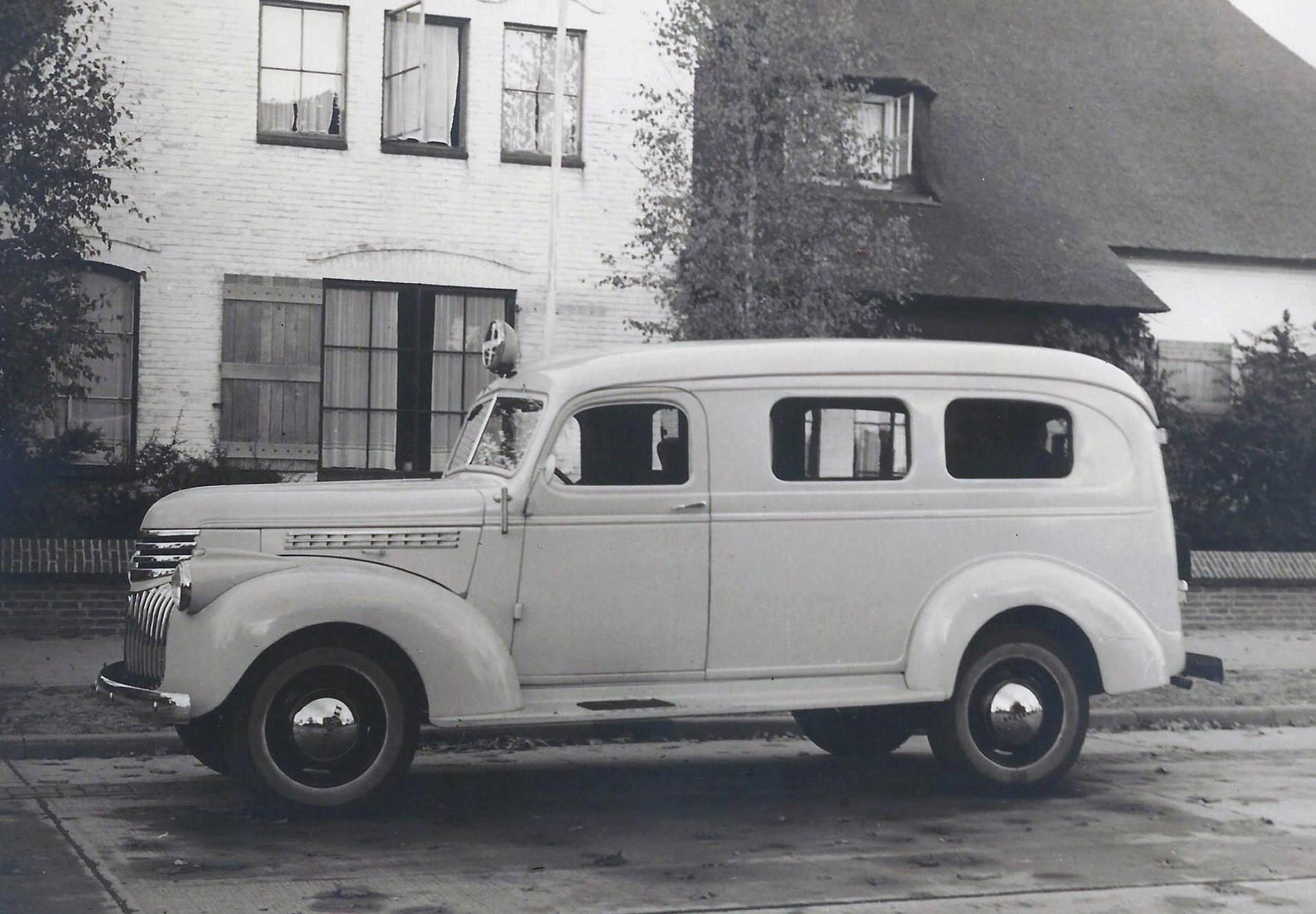 In-de-beginjaren-ook-een-ambulance-in-het-wagenpark-2