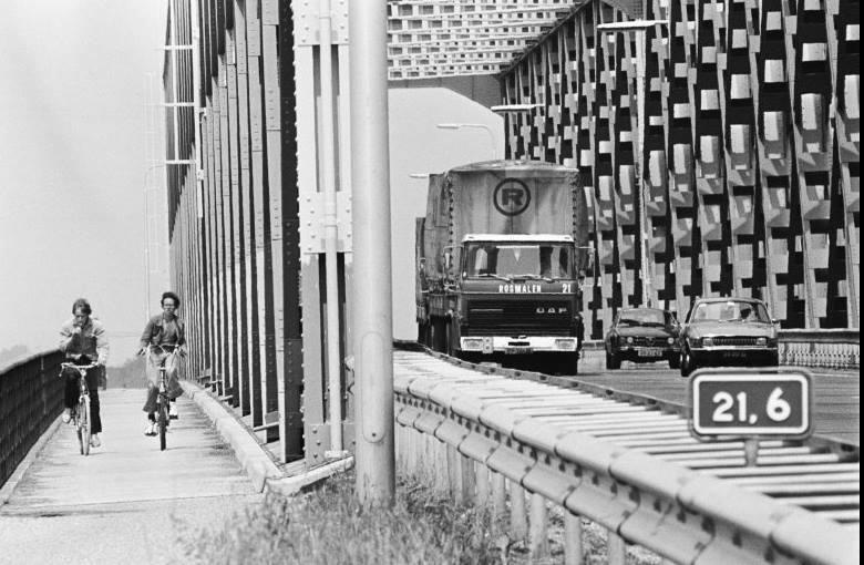 Ingezonden-door-Jan-bas-de-Graaff-1979-Keizersveerse-brug-bij-Hank