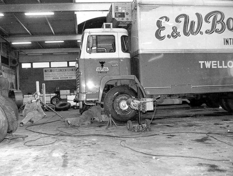 Scania-bij-de-de-jonge-banden-deventer