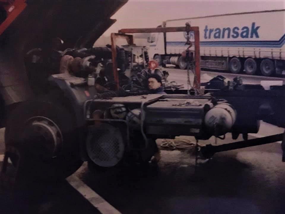 bert-van-Wissen---Versnellingsbak-omgebouwd-op-parkeerplaats-in-Italie-omgeving-Rome-7