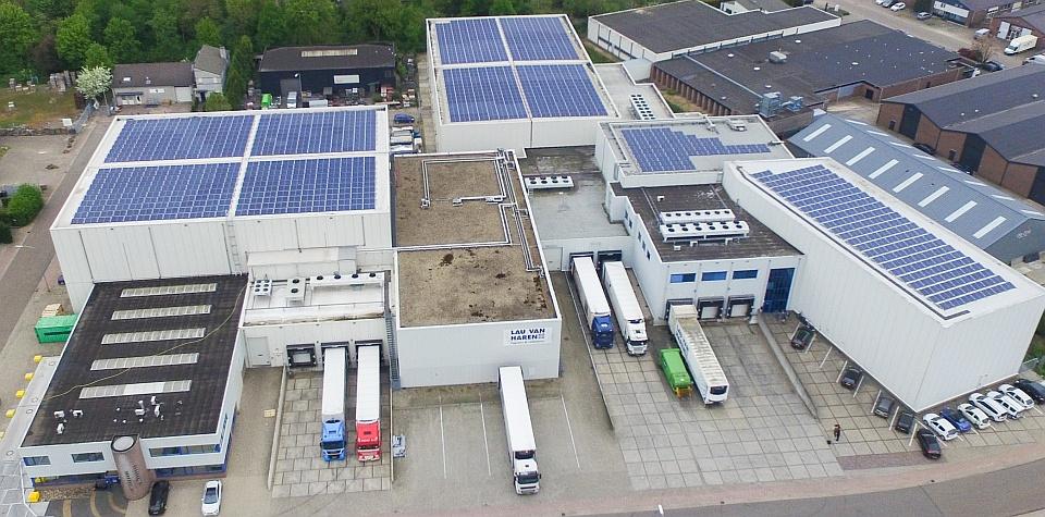 zonnepanelen--op-magazijn-