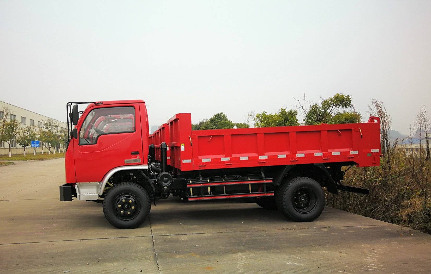 Special-truck-for-mining-Simple-Strong-and-Practica-3