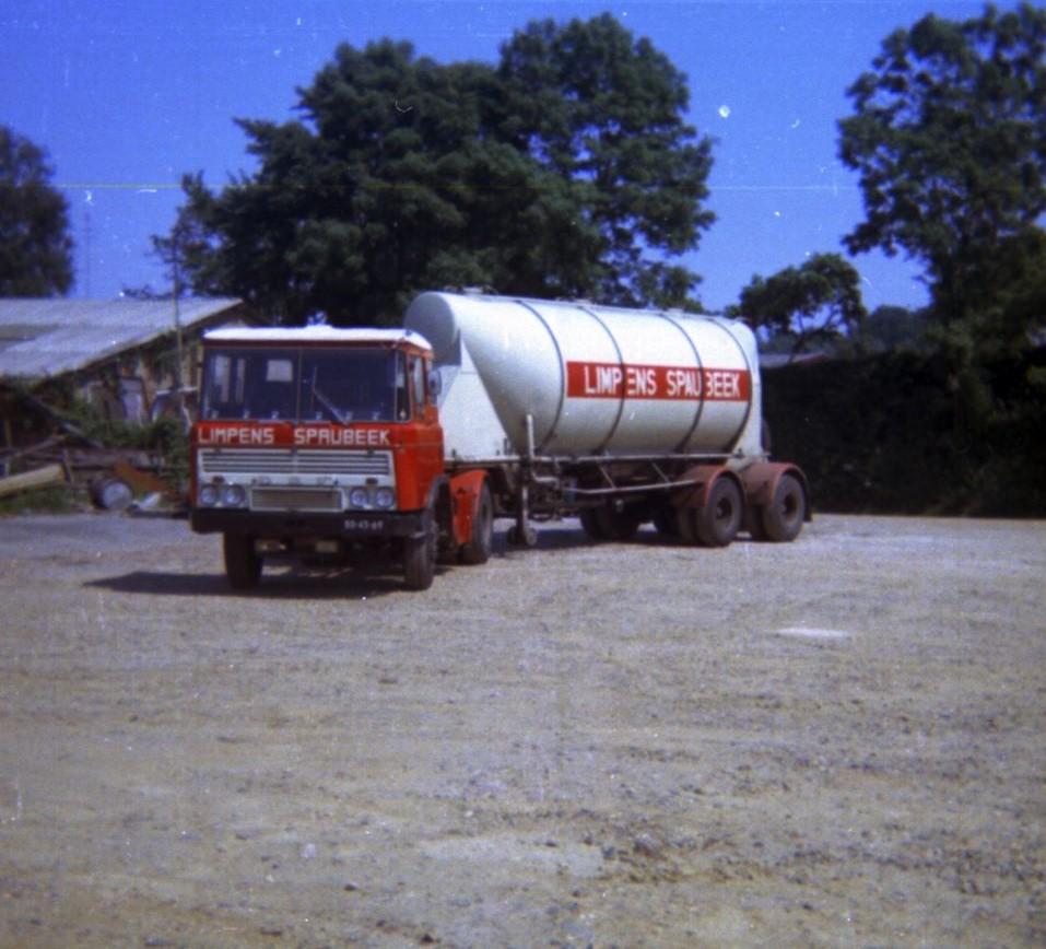 DAF--DKA-begin-jaren-70-met-oplegger-van-het-Amerikaanse-merk-Heil