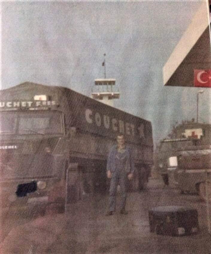 Henschel-bij-de-banden-handel-in-Istanbul