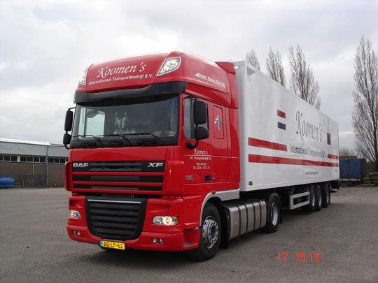 Jan-Piet-de-Boer-bij-koomens-Transport-Wervershoof--Super-mooie-auto-en-oplegger-met-stuuras-ingezet-voor-Univeg-Waddinxveen-voor-groente-naar-de-Rewe-s]