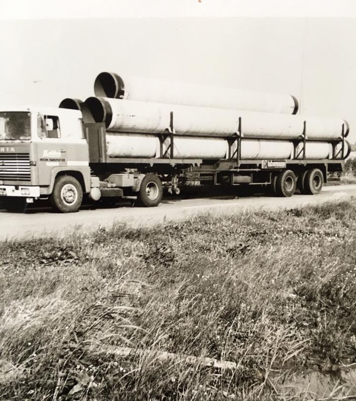 Scania--BS-46-89-met-buizen-van-Maassluis-naar-Namen-bestuurder-Cor-bakker