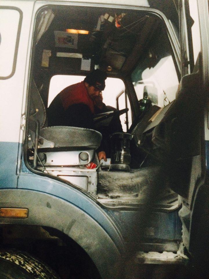 Vraag-Roy-Teunissen-NOOIT-of-hij-een-brandblusser-in-de-auto-wil-leggen