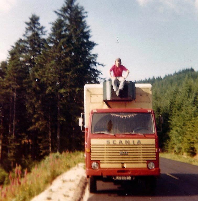 in-buurt-van-Colmar-Frankrijk-chauffeur-en-mafkees-op-koeler--Frans-Niemeijer