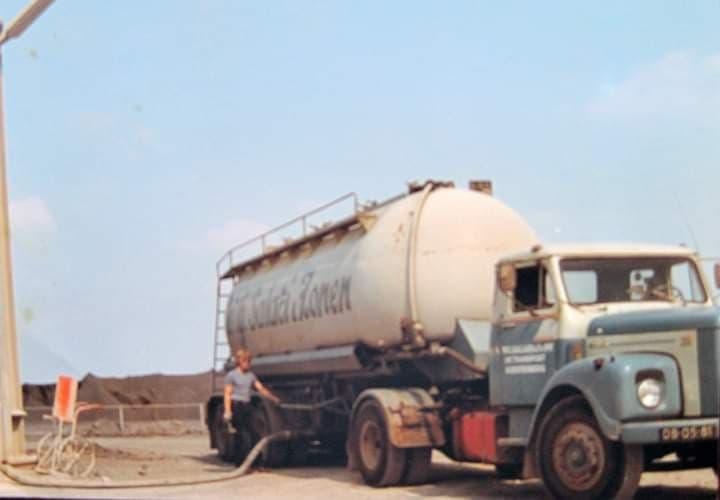 Scania--Dik-Kieviet---Hier-nog-2-met-Lag-Bulk-met-Johan-de-Vries-er-bij3