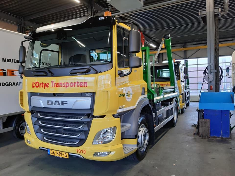 DAF-CF300-FA-wagens-met-een-14-tons-portaal-afzetsysteem-24-1-2020--3