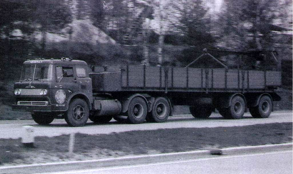 NR-20-Mack-met-de-ford-kantel-cabine