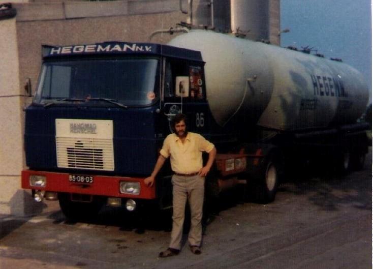 NR-86--een-tankwagen-specialist-Aris-Goudriaan-bij-Hegeman-in-Rotterdam--Henschel-F191-